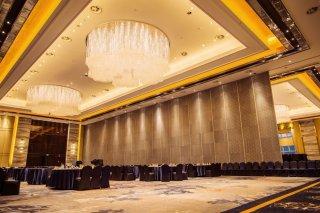 东海明珠酒店 | 暖黄光打造明亮辉煌酒店空间