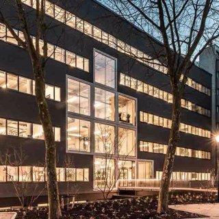de Alliantie公司新总部   混凝土框架和落地玻璃窗,强调空间与采光
